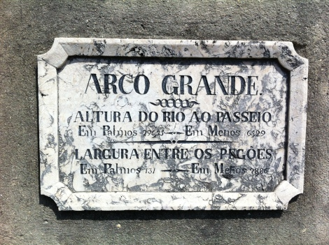 Commemorative sign over the central arch of the aqueduct
